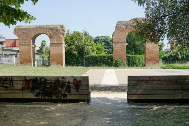 Piazza dell'Acquedotto Alessandrino - Alessandrino