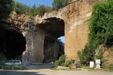 Le cave rosse all'uscita Tiburtina