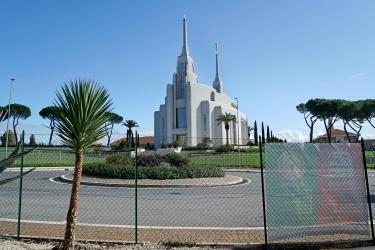Un tempio con vista sul Raccordo Anulare: i Mormoni di Roma