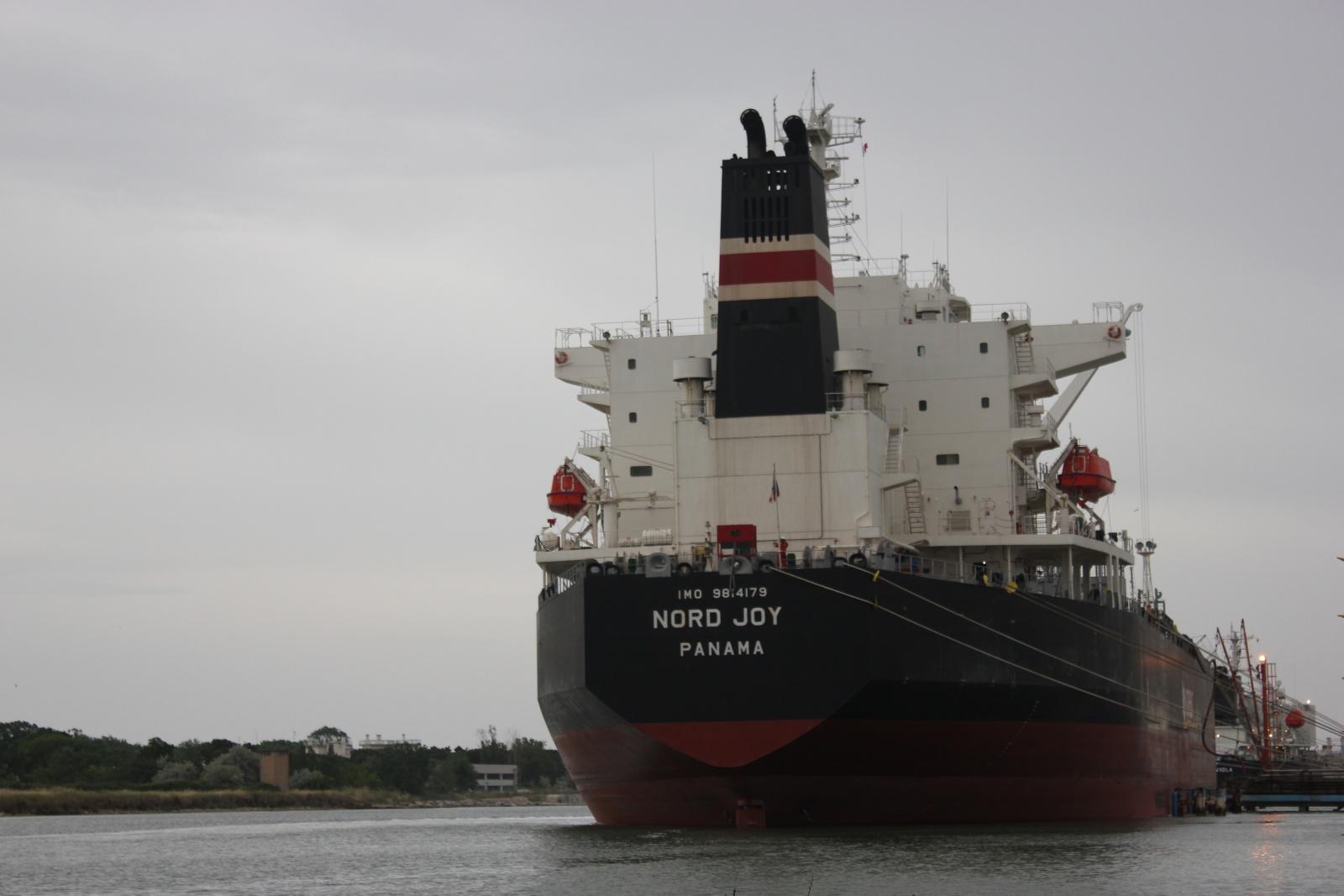 Nave Nord Joy, petroliera battente bandiera panamense, costruita nel '18, di proprietà della giapponese Ever Bright Shipping SA, arrivata a Ravenna il 16 Maggio '20 e avvistata da noi sempre il 16, proveniente dalla Turchia e diretta ora in Spagna.
