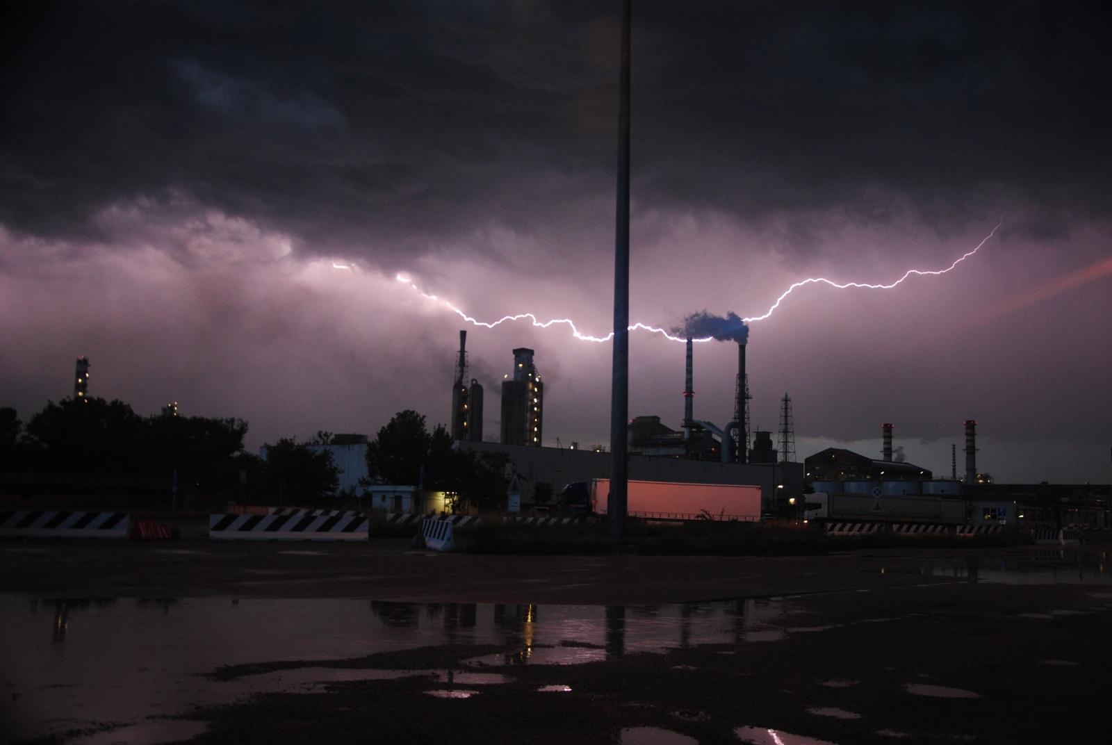 Fulmini sul Porto di Ravenna.