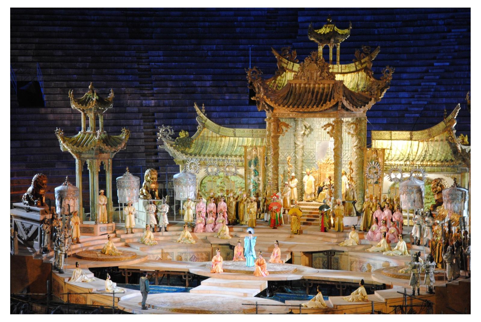Turandot- Arena di Verona 2012 regia e scenografia Franco Zeffirelli